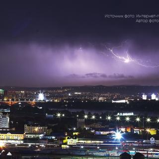 В Красноярске прошла гроза с сильным градом и ветром